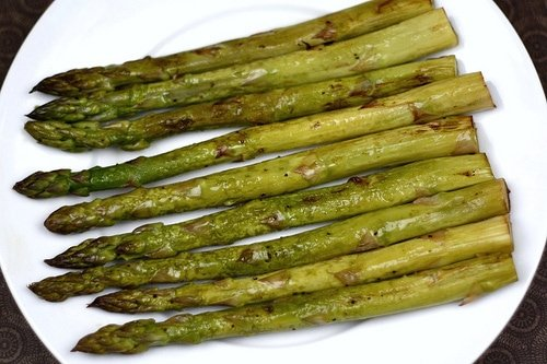Oven roasted asparagus on dinner place