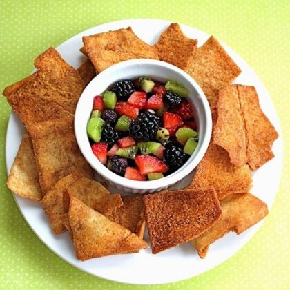 easy fruit salsa served with cinnamon chips
