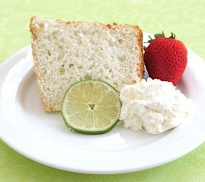 Angel food cake with lime and cream