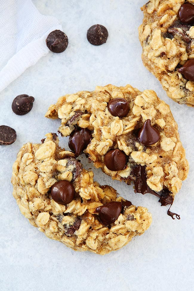 Easy Banana Oatmeal Chocolate Chip Cookies