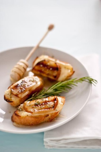 Grilled-pear-brie-and-honey-crostini1