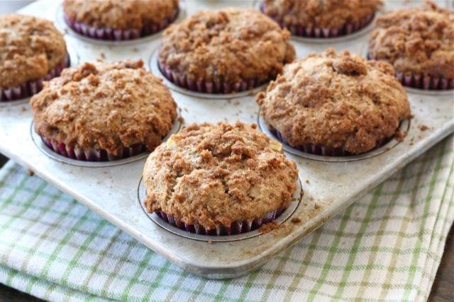 Apple Cinnamon Crumb Muffin Recipe on twopeasandtheirpod.com #recipe