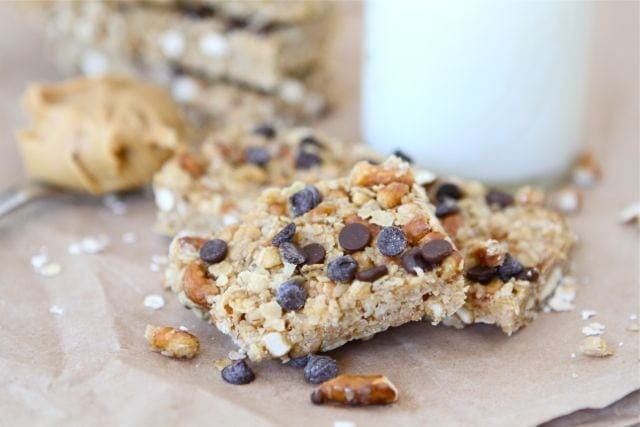 No-Bake Peanut Butter Pretzel Chocolate Chip Granola Bars make a great snack! These easy homemade granola bars are a family favorite!