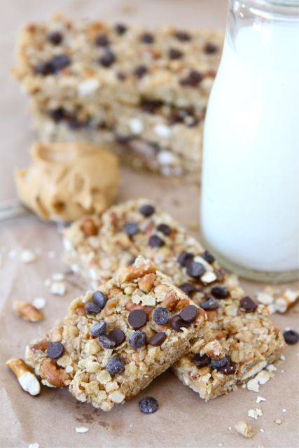 No-Bake Peanut Butter Pretzel Chocolate Chip Granola Bars are a great kid friendly snack