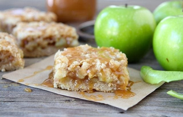 best salted caramel apple crumb bars