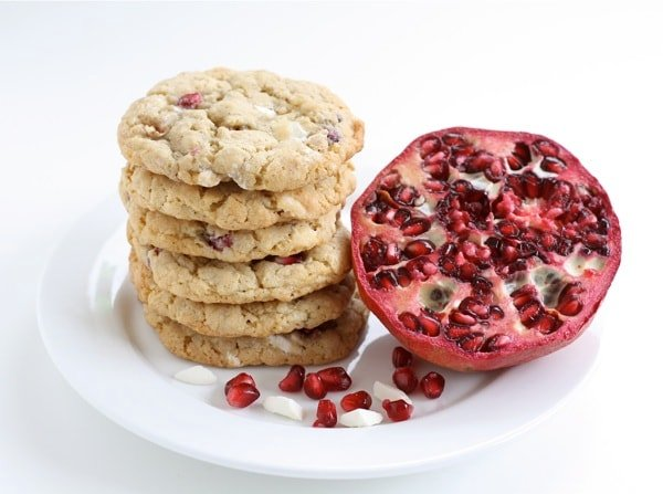 Pomegranate White Chocolate Chunk Cookies are a favorite Christmas cookie! #pomegranate #cookies #Christmascookies