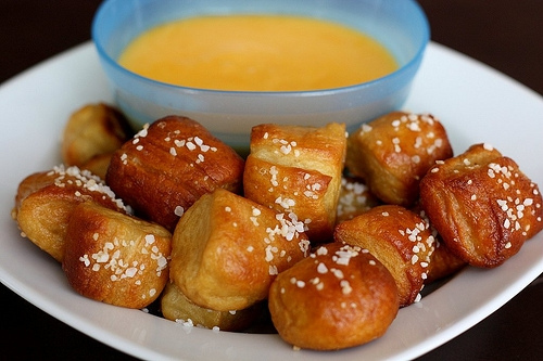 Homemade Soft Pretzel Bites from www.twopeasandtheirpod.com #recipe