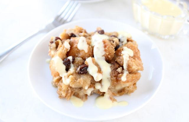 How to make bread pudding and bread pudding sauce