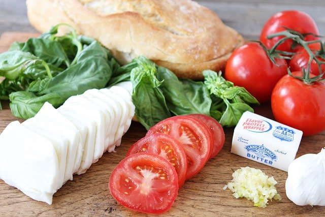 Caprese Garlic Bread Recipe is easy to make and perfect for summer!
