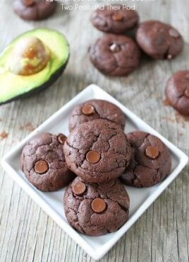 Avocado cookies that are vegan and full of chocolate!