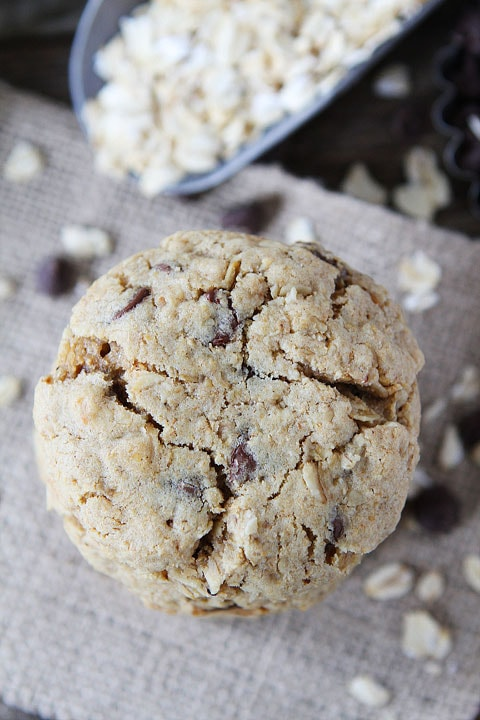 Whole Wheat Toasted Oatmeal Chocolate Chip Cookies Recipe on twopeasandtheirpod.com. Love this healthier cookie recipe!