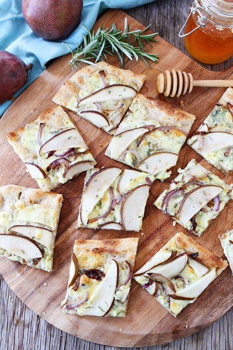 Blue-Cheese-and-Pear-Flatbread-8