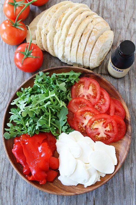 Roasted Red Pepper, Arugula, and Mozzarella Sandwich Ingredients