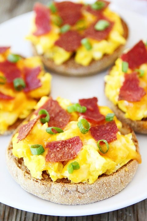 English Muffin Breakfast Pizzas on twopeasandtheirpod.com A quick and easy breakfast recipe that kids and adults will love!