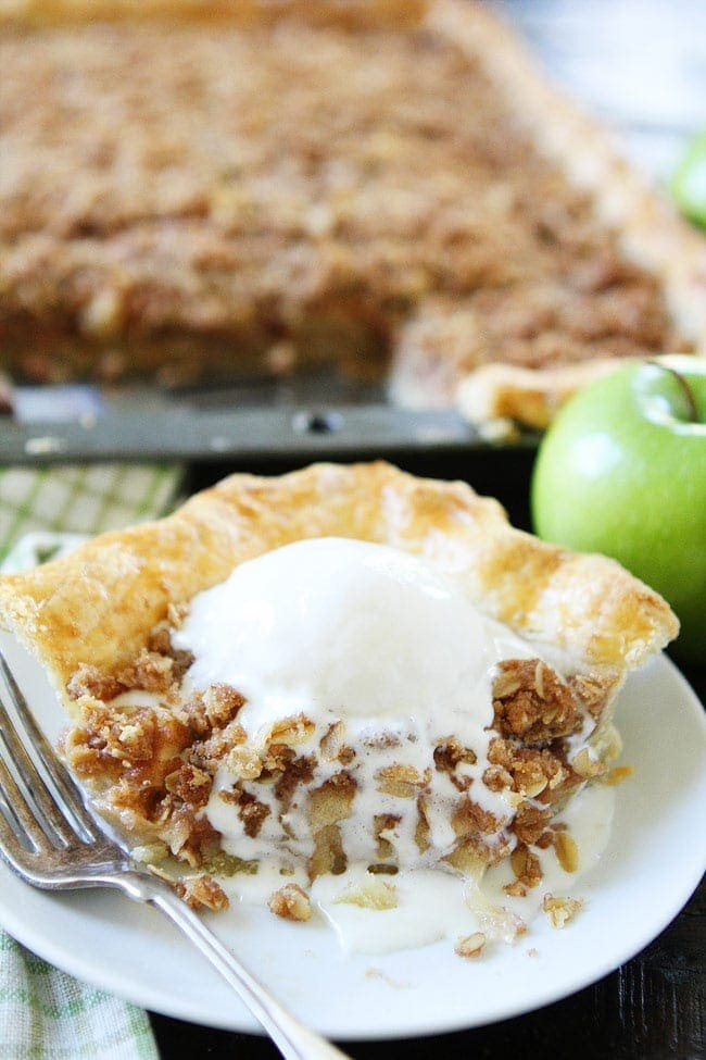 Apple Slab Pie with Crumb Topping Recipe