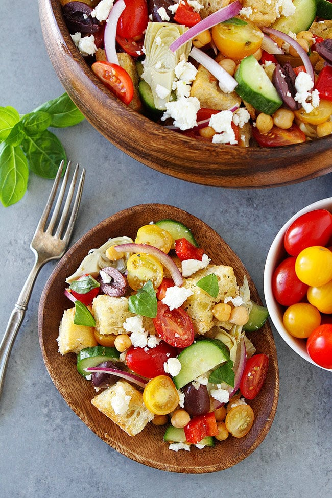 Easy Greek Panzanella Salad Recipe