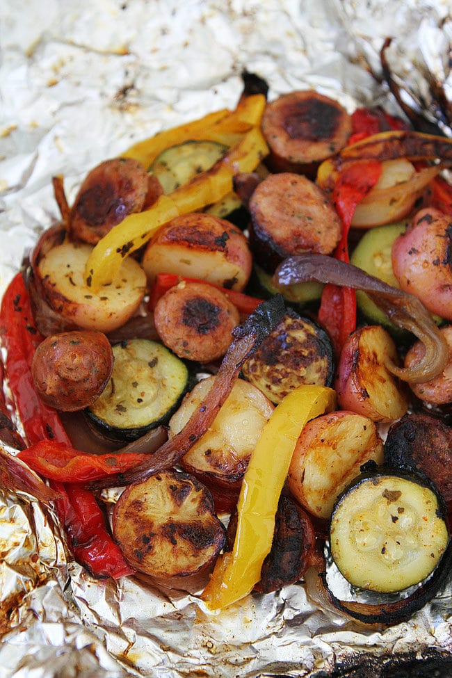 Grilled Sausage and Vegetable Foil Packets make a great summer meal. Everyone loves tin foil dinners!