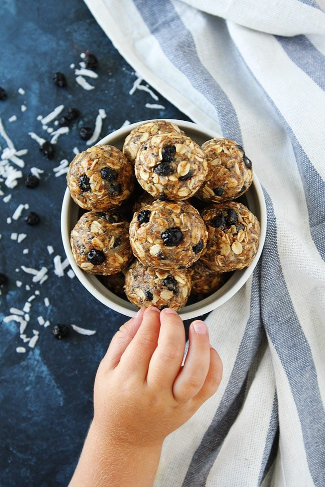 Blueberry Coconut Energy Bites are a great healthy breakfast or snack! Kids and adults love these energy balls! #snack #healthysnack #energybites #glutenfree #vegetarian