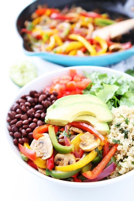 Fajita Quinoa Bowls makes a great easy weeknight dinner