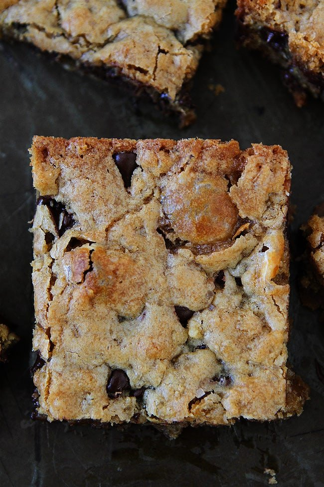 Marshmallow Blondies with Toffee and Chocolate Chips-an easy dessert recipe that everyone loves!
