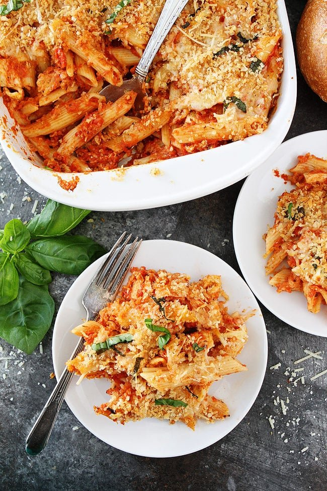 Chicken Parmesan Baked Pasta-chicken parmesan and cheesy baked pasta in one pan! This easy cheese baked pasta is a family favorite dinner! #chicken #pasta #dinner