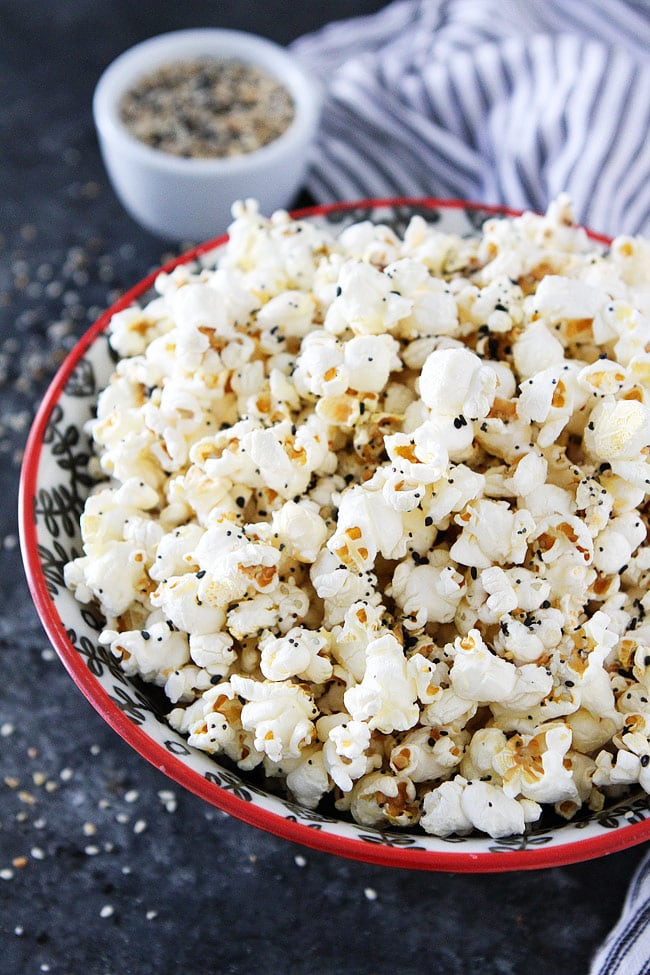 If you like Everything Bagels, you will love this Everything Bagel Popcorn. It is an easy popcorn snack.