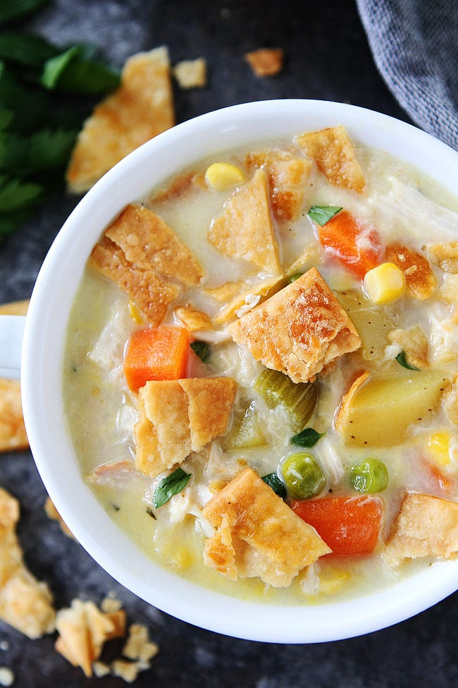 Chicken Pot Pie Soup-this easy, creamy chicken pot pie soup is made from scratch and the ultimate comfort food. #soup #chicken #dinner