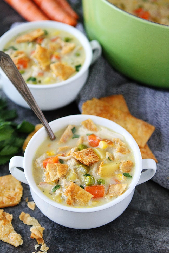 Chicken Pot Pie Soup-use your leftover chicken or turkey to make this creamy and comforting pot pie soup! #chicken #potpie #soup #easyrecipes