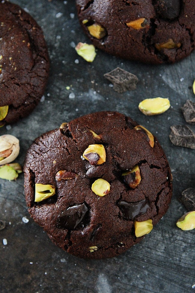 Chocolate Pistachio Cookies are the perfect Christmas cookies! #cookies #Christmascookies #pistachio #chocolate