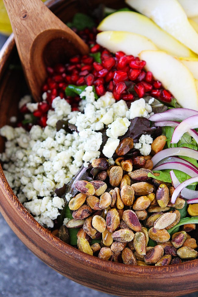Pear Pomegranate Salad with pistachios and blue cheese is the perfect holiday salad! #salad #saladrecipe #holidays #Christmas