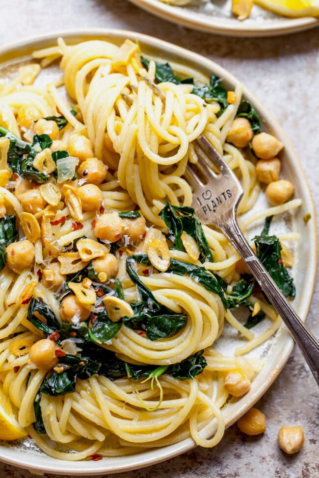 Easy Spaghetti with Chickpeas & Kale