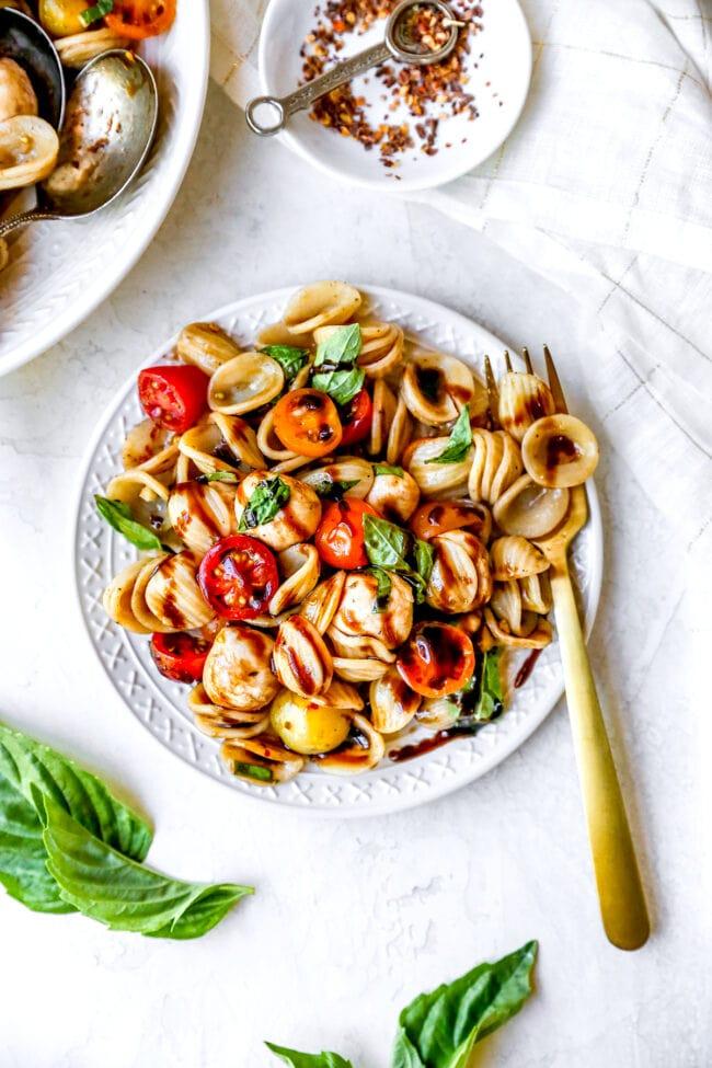 How to make caprese pasta salad