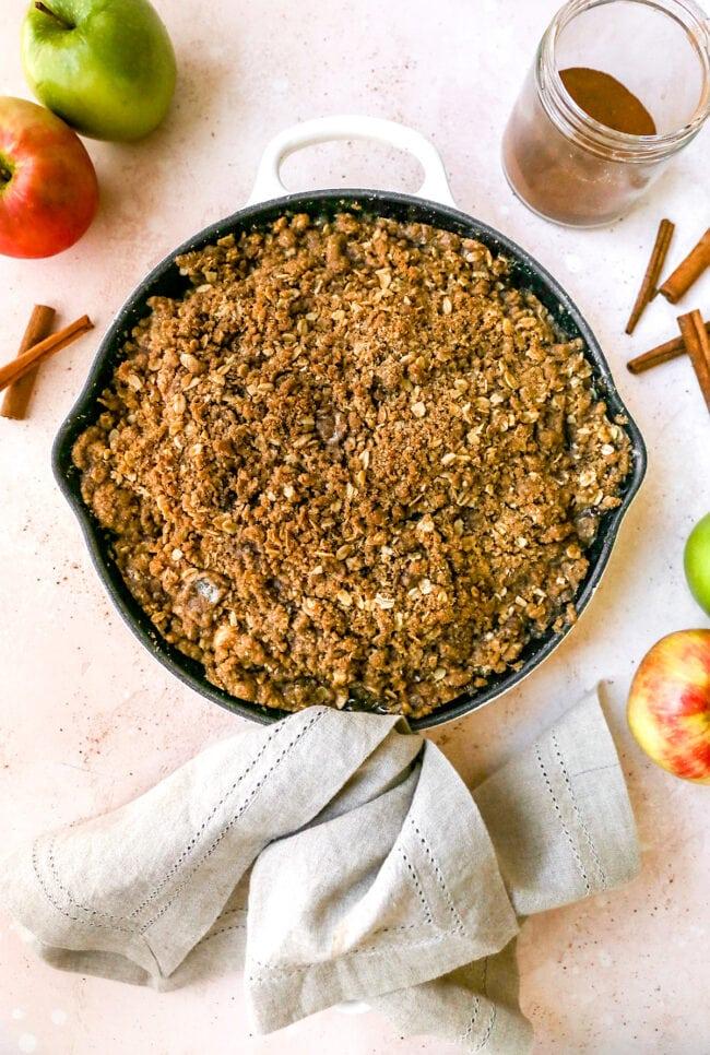 Cinnamon Apple Crumble in Pan