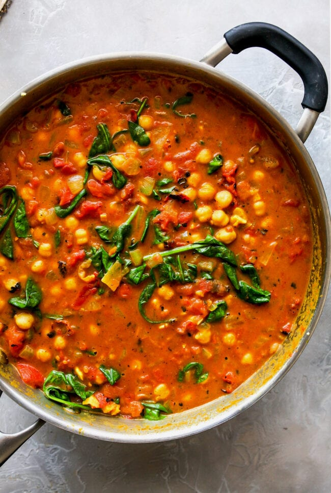 easy chickpea curry in pan