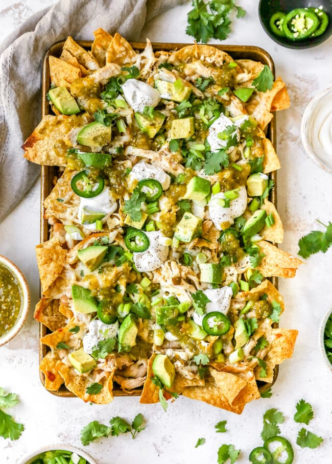 white chicken chili nachos