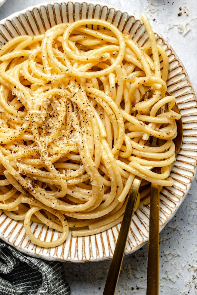 bucatini cacio e pepe pasta in bowl
