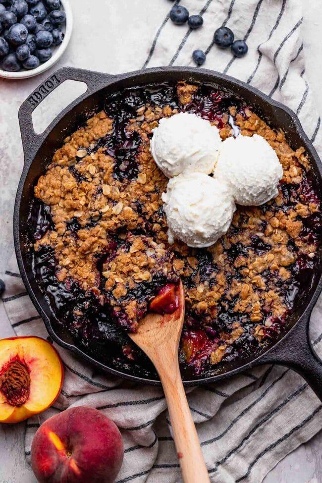 blueberry peach crumble with ice cream